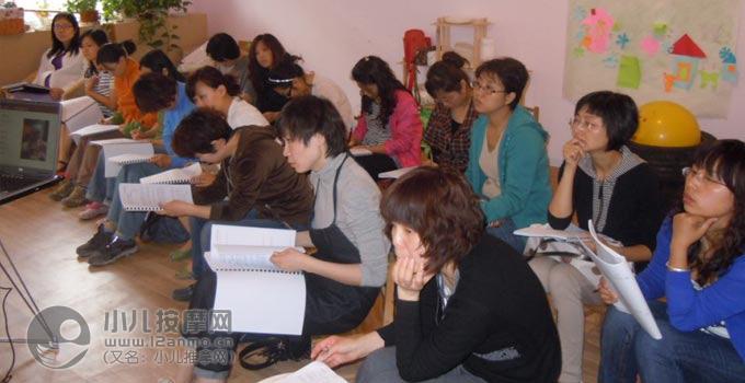 北京贝博官方下载推拿培训妈妈班现场照片